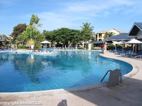 Reviews for jewel runaway bay resort runaway bay jamaica for Club piscine west island