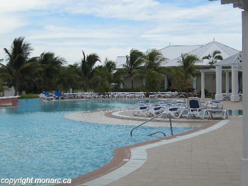 Reviews for blau privilege cayo libertad varadero cuba for Club piscine west island