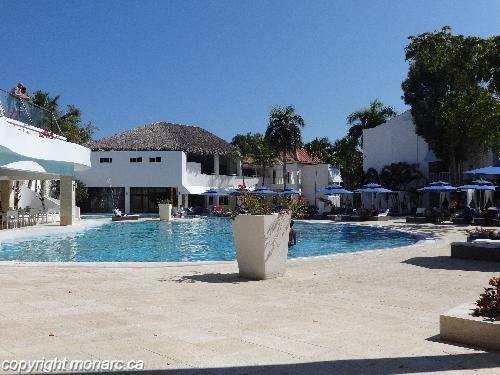 Reviews for viva wyndham v heavens puerto plata for Club piscine west island